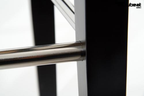hochwertiger holzbarhocker in wei edler holzbarhocker wei barhocker b ware holz schwarz mit. Black Bedroom Furniture Sets. Home Design Ideas