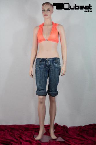 Weibliche schaufensterpuppe mannequin weibliche for Schaufenster dekoartikel